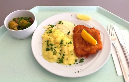 Breaded redfish with remoulade & potato salad / Panierter Rotbarsch mit Remoulade & Kartoffelsalat