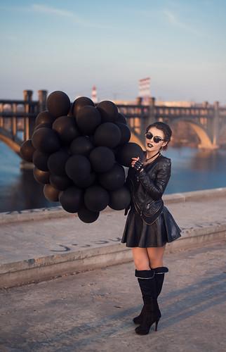 bridge girls sunset portrait black girl beauty leather sunrise glasses ukraine baloons портрет beautifull закат девушки черный очки девушка красота dnipro черное мост восход украина кожа рассвет днепр красивая шарики черные