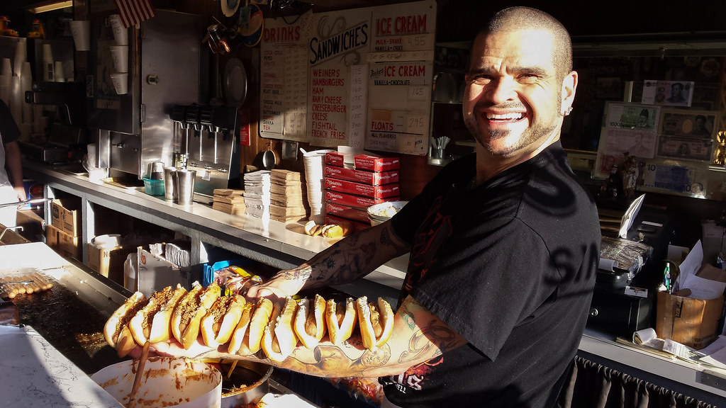 Curtis' Coney Island Weiners - Cumberland MD - PHOTOS BY JOE BUTRIM for Retro Roadmap