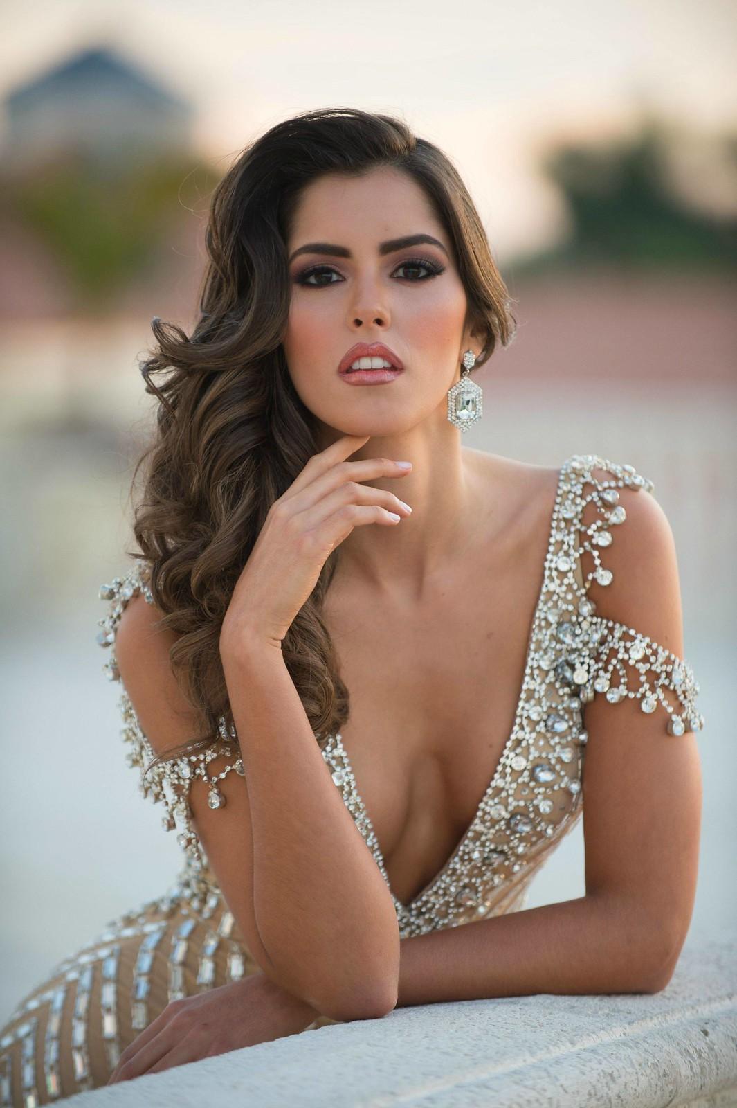 Фото | Паулина Вега в откровенном платье