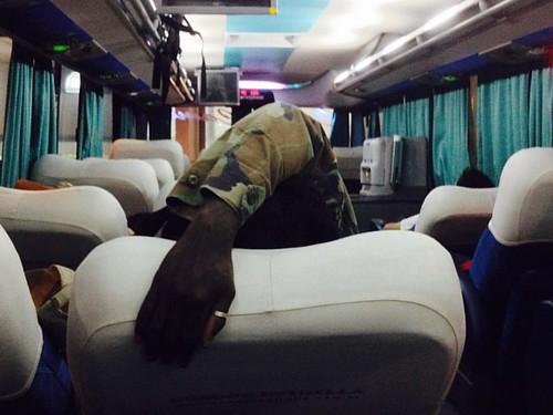 Manos en el autobús.. #argentina #military #afro #people #razanegra #ring #anillo #militar #viaje #trip #journey