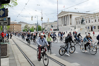 Nur Fahrräder vor dem Parlament