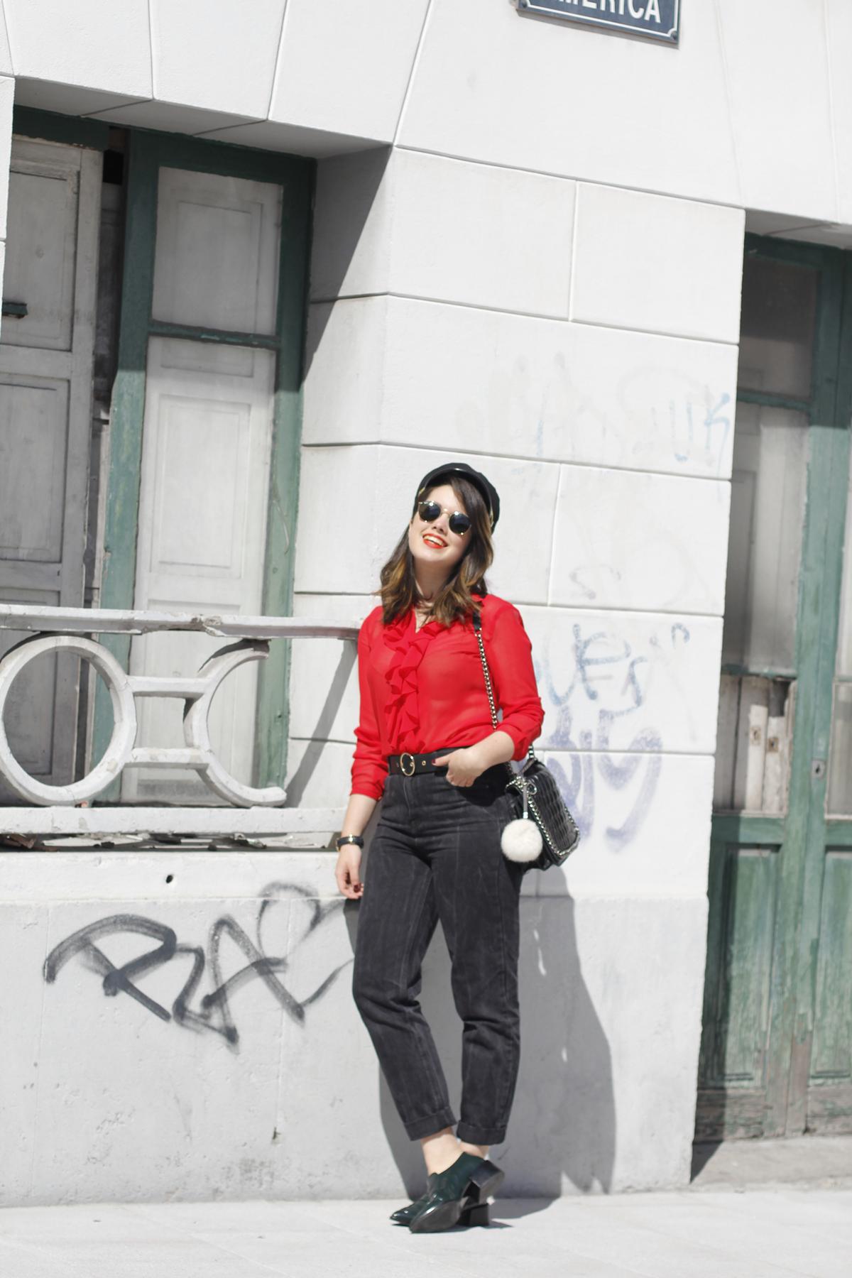 Blusa roja la pipa de la paz confeccionada en galicia con mom jeans y gafas redondas rayban streetstyle myblueberrynightsblog