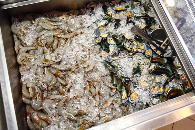 QQ BBQ Steamboat Prawns Mussels