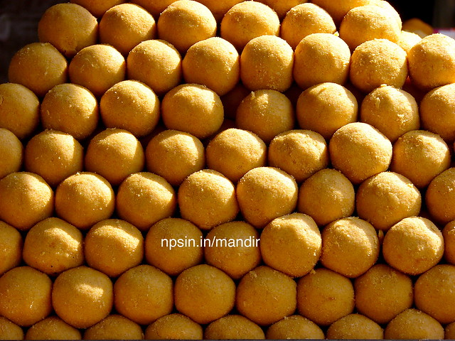 Besan ke laddu(बेसन के लड्डू) made by using gram powder, sugar and bake in Desi ghee. Offered by bhakt to their isht-dev(ईष्ट देव)
