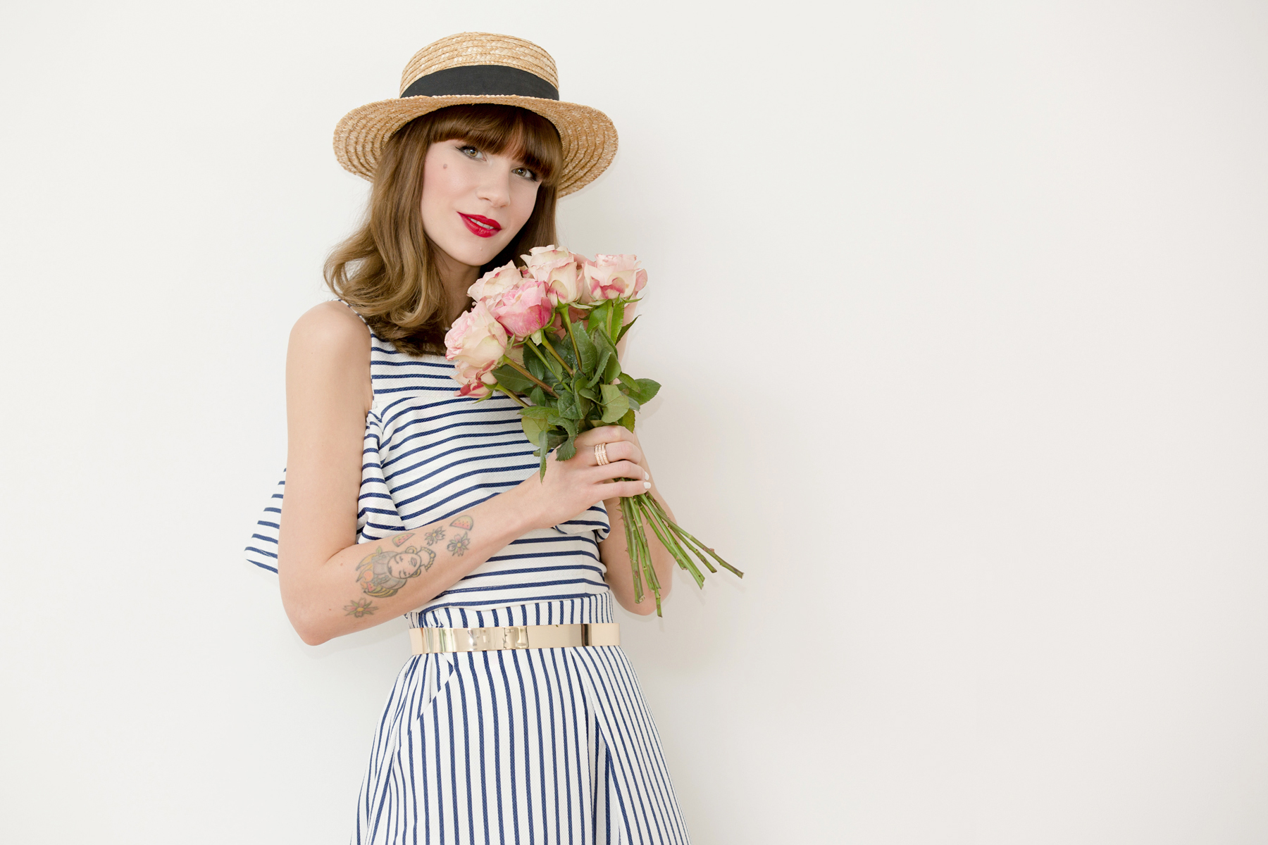 shopbop striped outfit styling topshop roses valentines day valentinstag hut 50s 60s cute girly girl bangs brunette red lips ootd outfit fashionblogger ricarda schernus cats & dogs blog 5