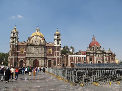 Mexico City: l'Ancienne Basilique (à gauche) et le Couvent des  Soeurs Capucines (à droite)