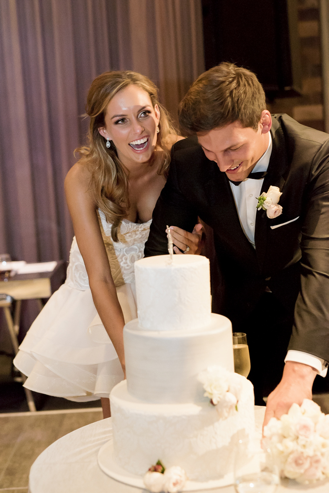 Cutting the wedding cake - I take you UK wedding blog