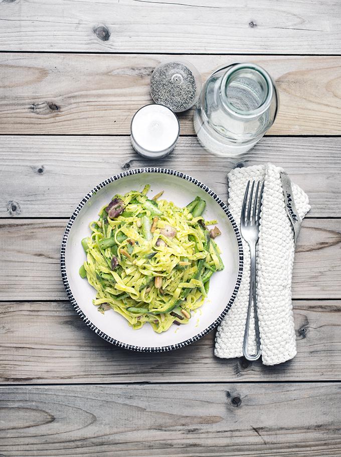 tagliatelle con asparagi, erbe e limone