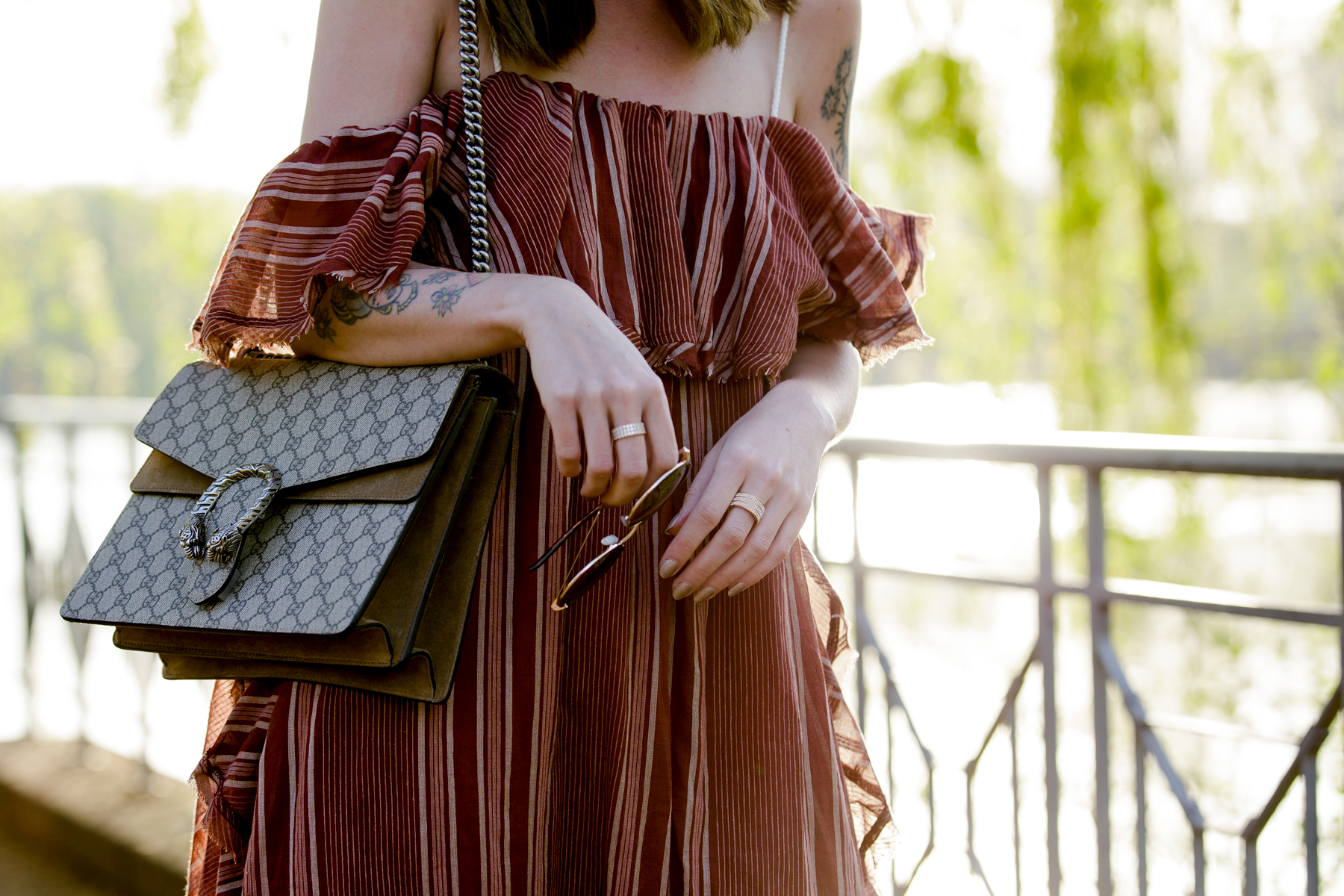 free people off shoulder hippie dress shopbop summer style zara gold flower heels round sunglasses boho vintage chic gucci dionysus fashionblogger cats & dogs modeblog ricarda schernus blogger düsseldorf 5