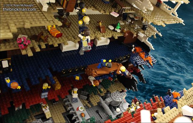 LEGO Sinking Titanic - the rip 2