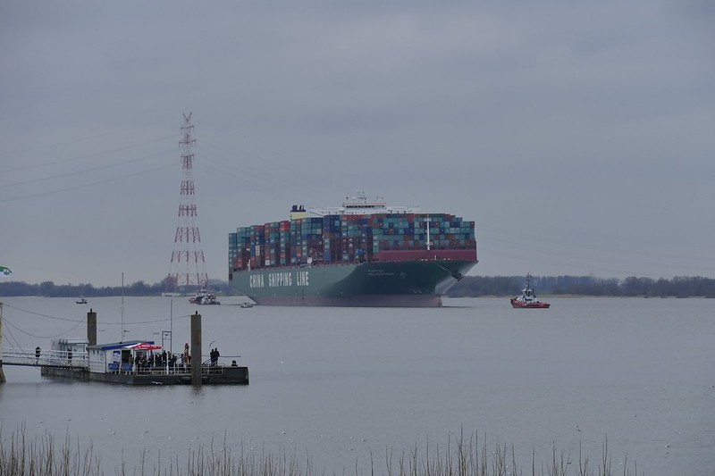 CSCL Indian Ocean vor Lühesand