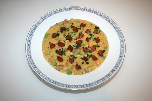44 - Potato soup with chorizo & peas - Served / Kartoffelsuppe mit Chorizo & Erbsen - Serviert