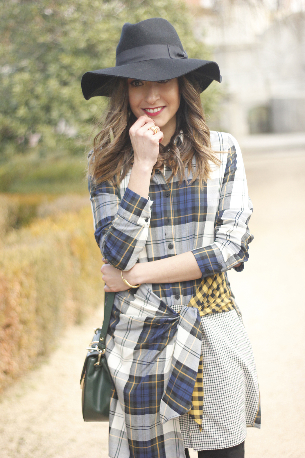 Tartan shirt dress zara over the knee boots mango hat green bag outfit fashion11