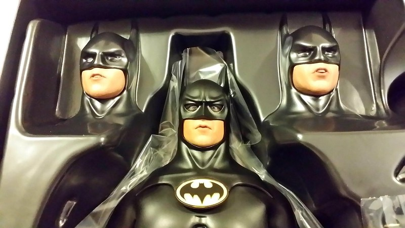 Hot Toys - Batman Returns: Sixth scale Batman & Bruce Wayne