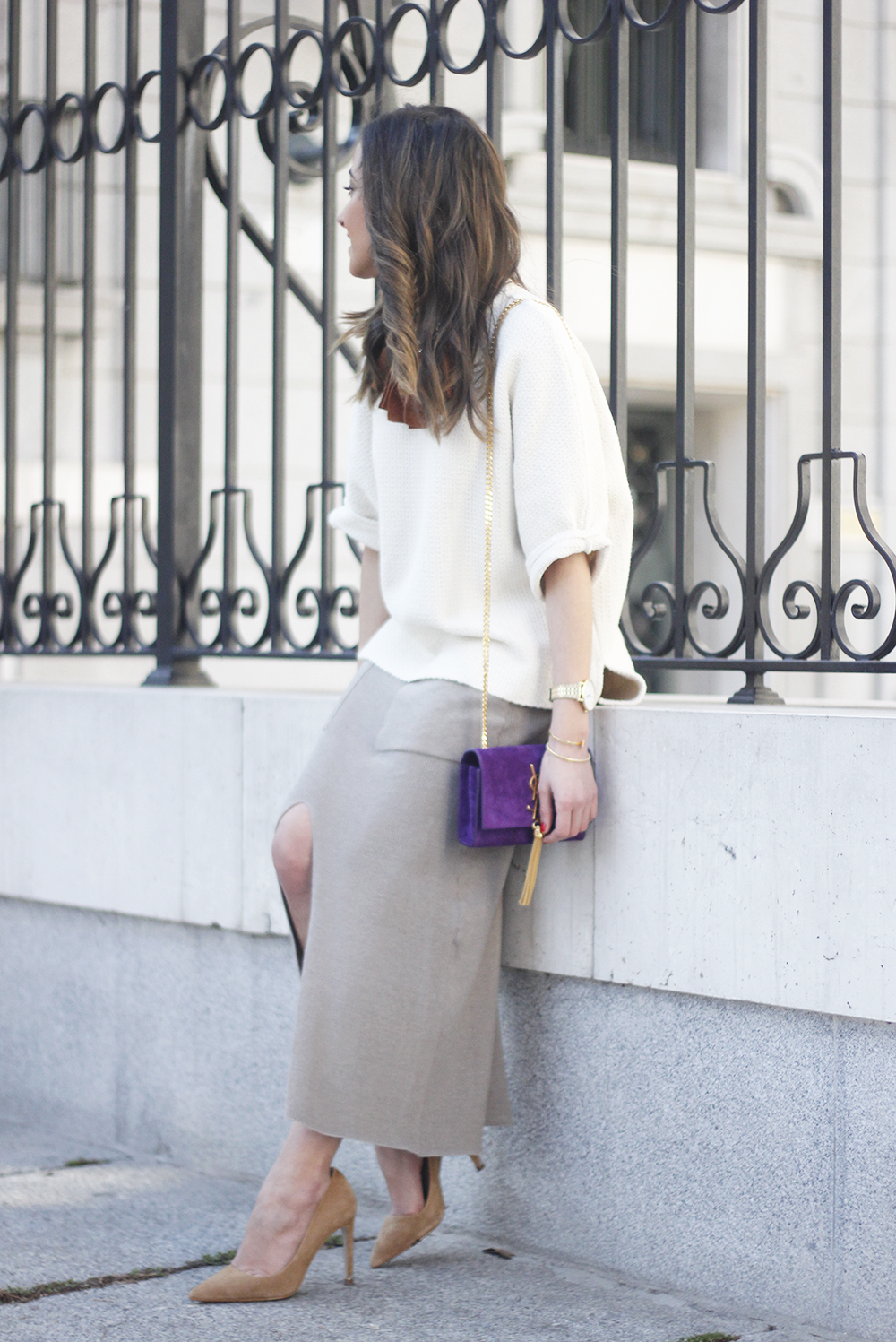 maxi grey knitted skirt saint laurent handbag nude heels outfit17