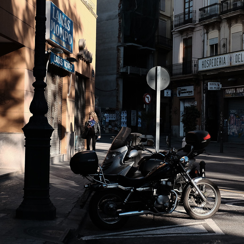 at a corner of Valencia, <Valencia light & shadow>