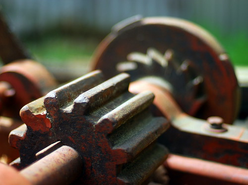 abandoned industry nikon rust industrial bokeh rustic machine gear machinery d200 crank nikkor50mmf14 bitzcelt