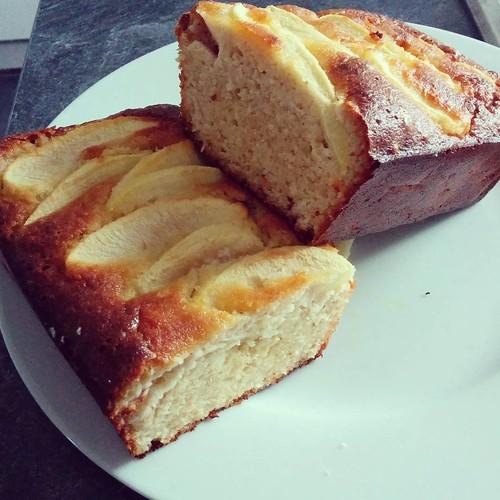 Dessertje nummer 2 voor vanavond. 🎂 #paleo #projectpaleo #projecthealthy #foodstagram #homemade #appelcake #applecake #paleoapplecake #paleocake #glutenfree #dairyfree #nosugaradded #noaddedsugar
