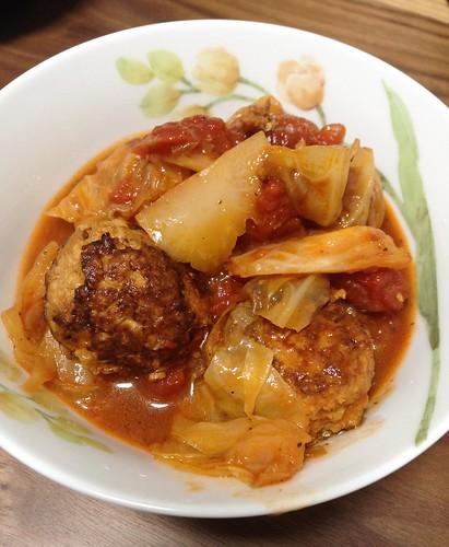 キャベツとミートボールのトマト煮