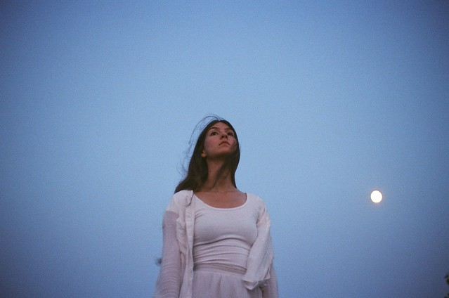 Weyes Blood in the Moonlight
