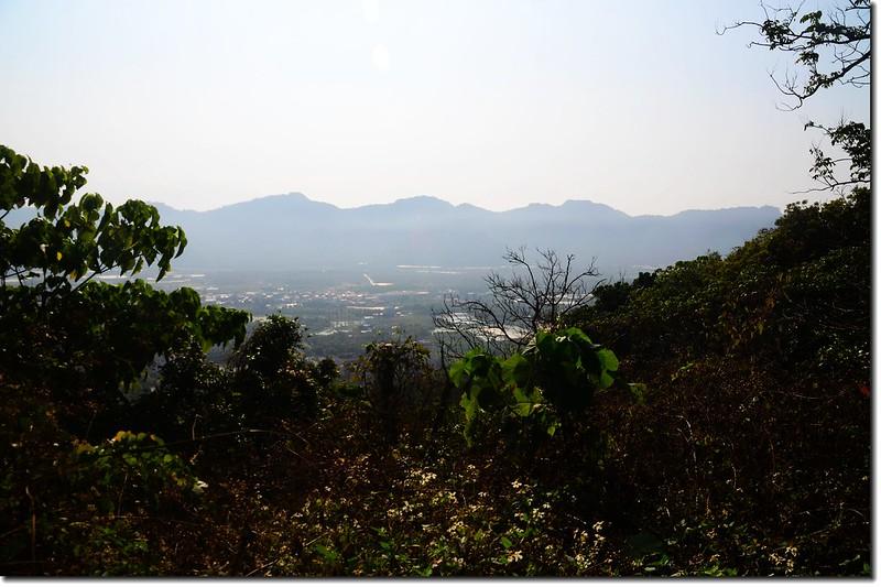 大山山頂東眺月光山~旗尾山稜線 2