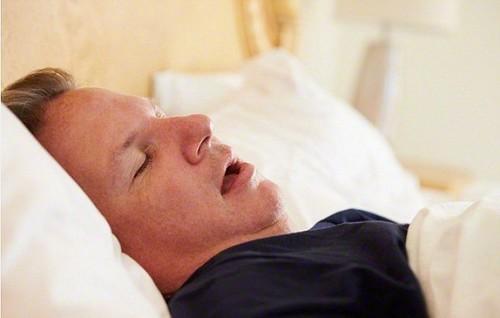 Як шкодить здоров'ю сон з відкритим ротом