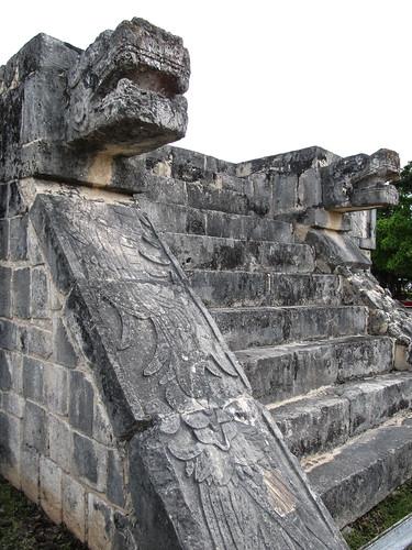 Chichen Itza: les serpents à plumes de la Plate-forme des Aigles et des Jaguars