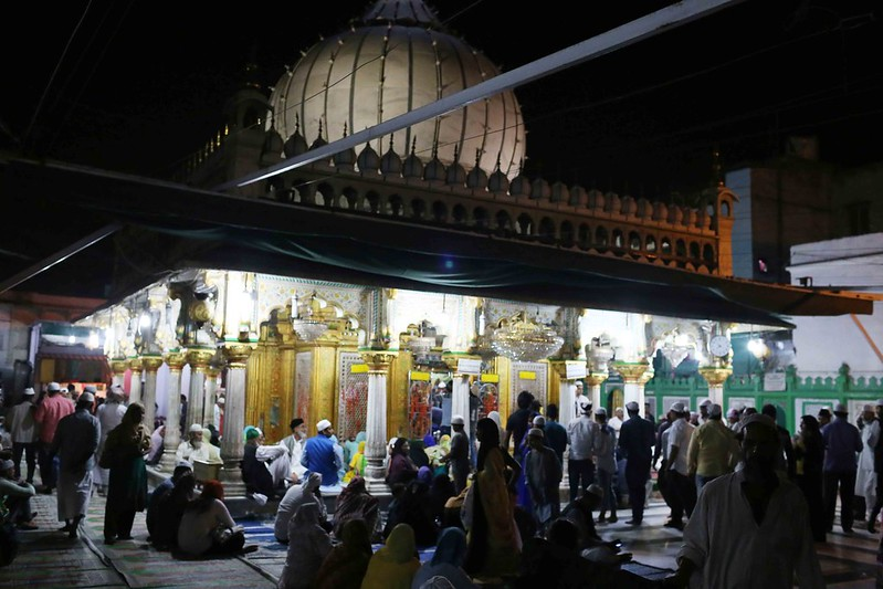 City Moment – The Solitary Man's Private Prayer, Hazrat Nizamuddin's Sufi Shrine