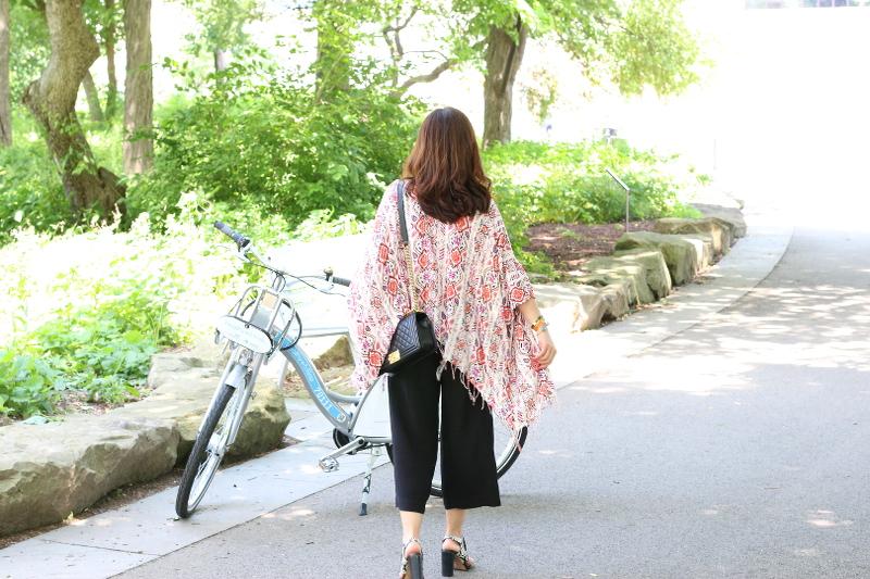 kimono-culottes-sandals-bike-6
