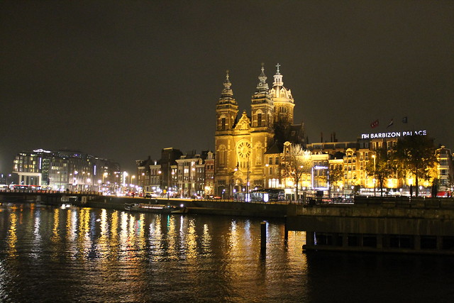 amsterdam train station at night