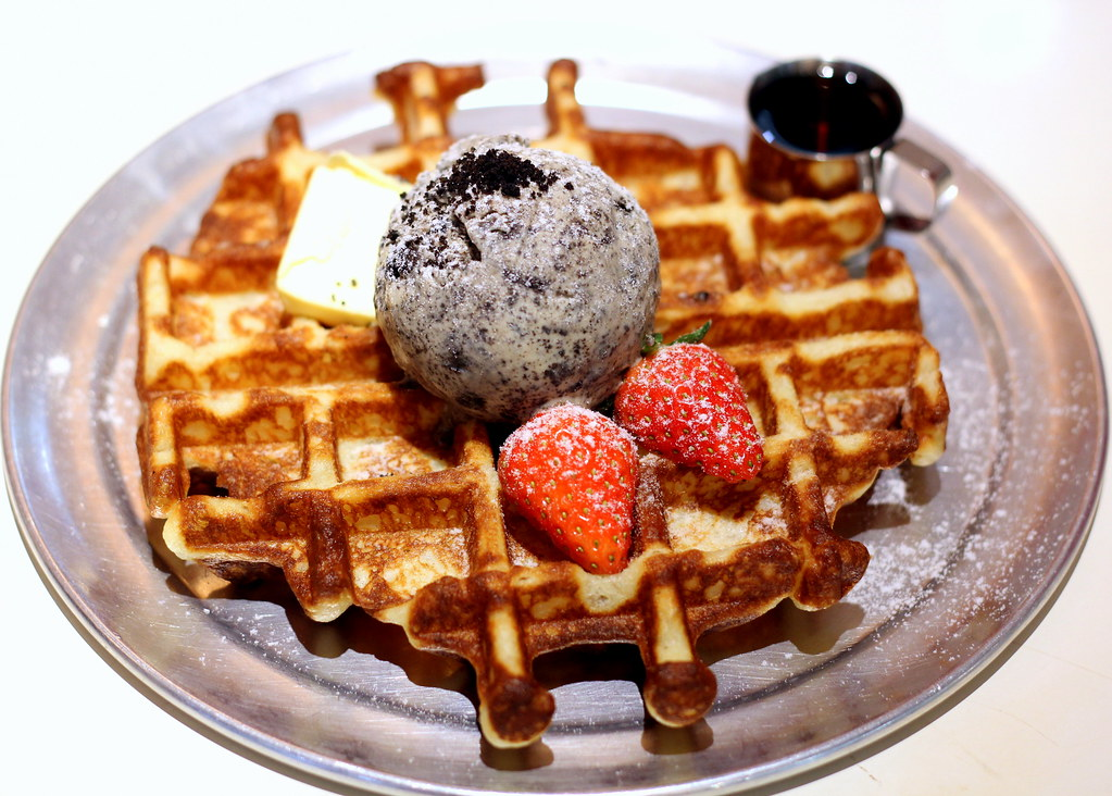 Oh My Tian Cafe Waffle With Cookies And Cream ice cream