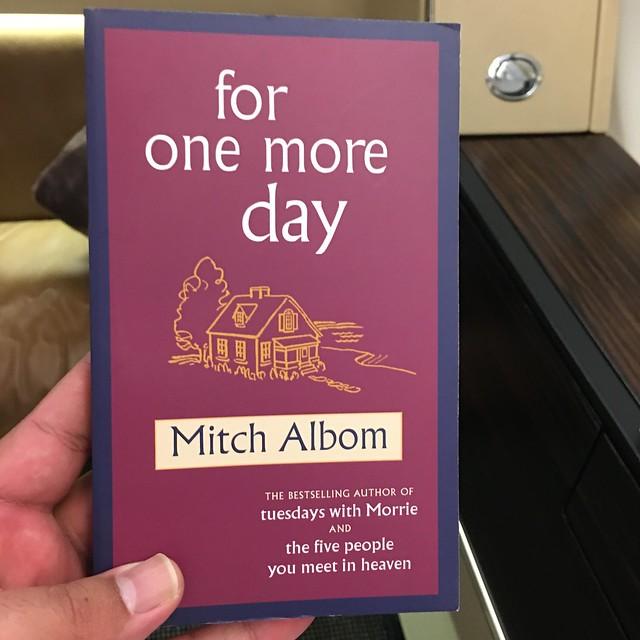 كتاب اشتريته في المطار