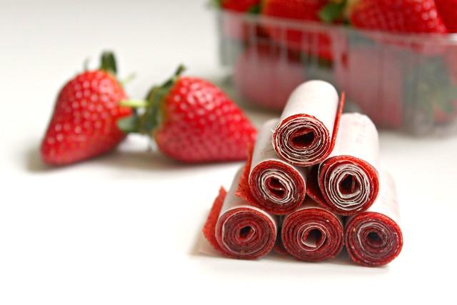 Kẹo hoa quả cuộn (Fruit roll-ups)