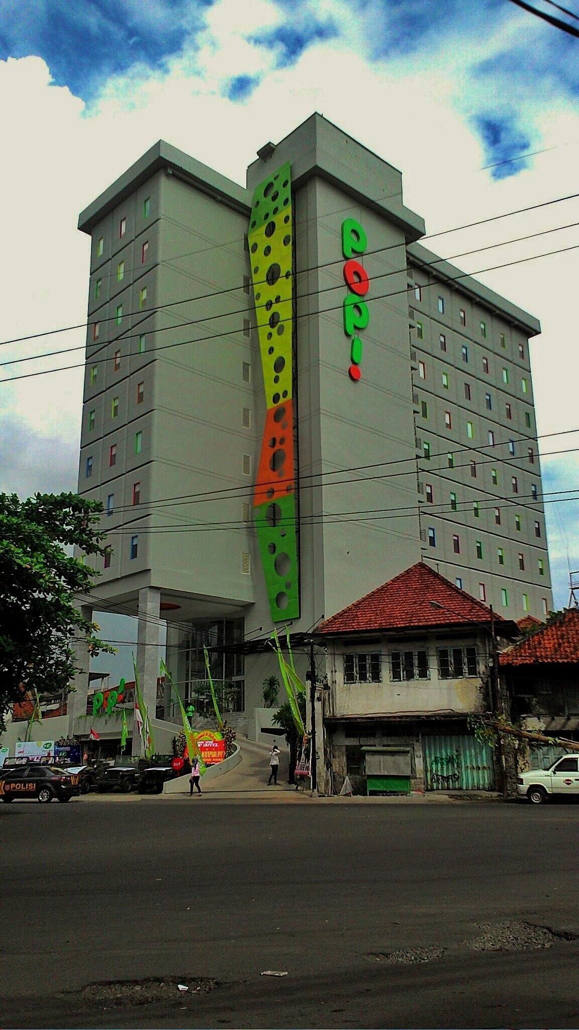 POP! Hotels Stasiun Kota, Penginapan Murah di Surabaya, Feel Free!