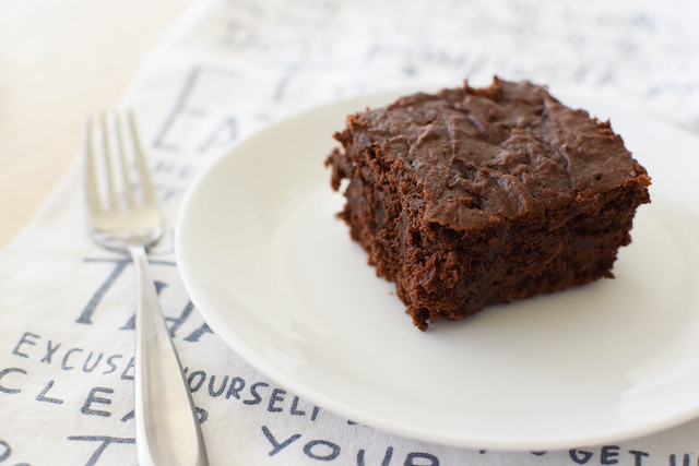 2-ingredient brownies (with chocolate chips, of course) | yourwishcake.com