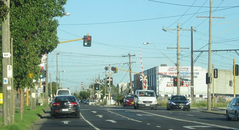 Level crossing at Centre Road, Clayton