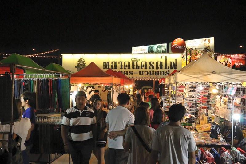 talad rod fai market 3