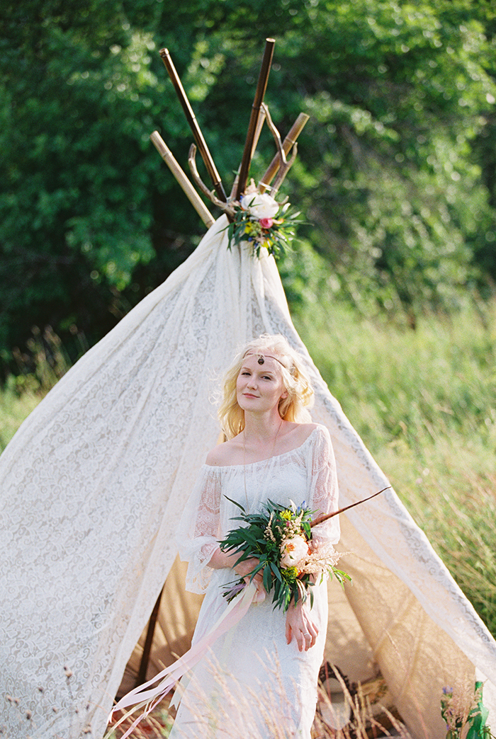 Lace off the shoulder wedding dress for Bohemian wedding inspiration shoot in the countryside with a dose of vibrancy | Fab Mood - UK wedding blog #bohemian