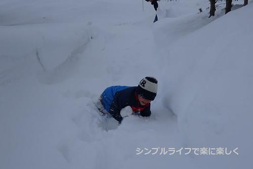 紋別、雪に埋もれる息子