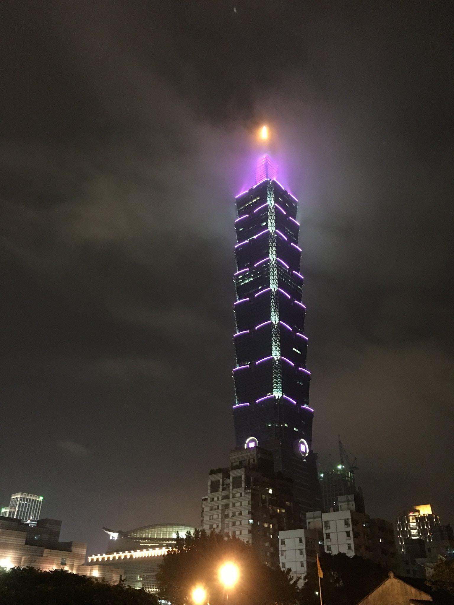 細雨中的台北101