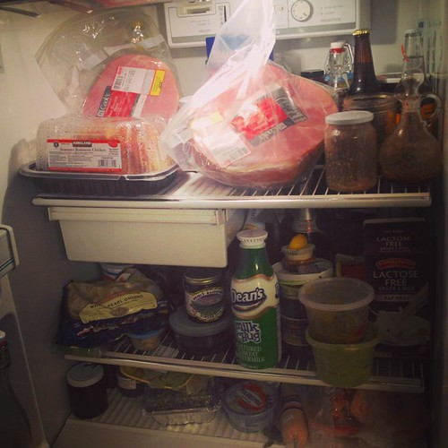 How many kinds of meat can I fit into my fridge? Well, two hams, a roast chicken, a leg of lamb, paté and beef fajitas seem like a good start. Now to start cooking so that we'll have space for all the other vegetables and desserts... #fridgefull #menuplan