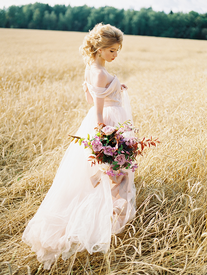 Blush Wedding Gown, shades of lilac color for #autumn wedding | Photo by Igor Kovchegin | Fab Mood