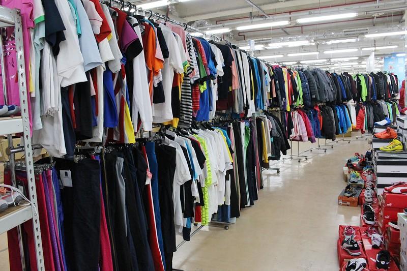24800646736 c19e12c31c b - 熱血採訪。台中干城特賣會搶好康,La new男女鞋、Nike等運動品牌、思薇爾內衣、精典泰迪童裝