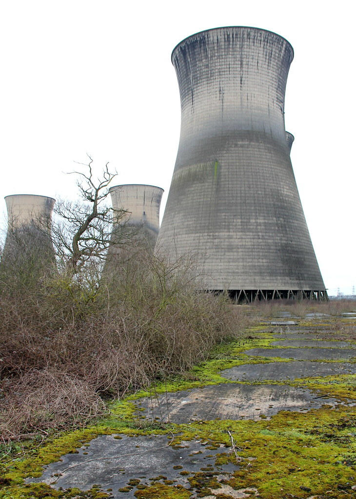 Cooling Tower Demolition : Willington cooling towers derbyshire march