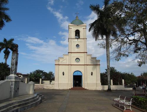 Viñales: la place et l'église du village