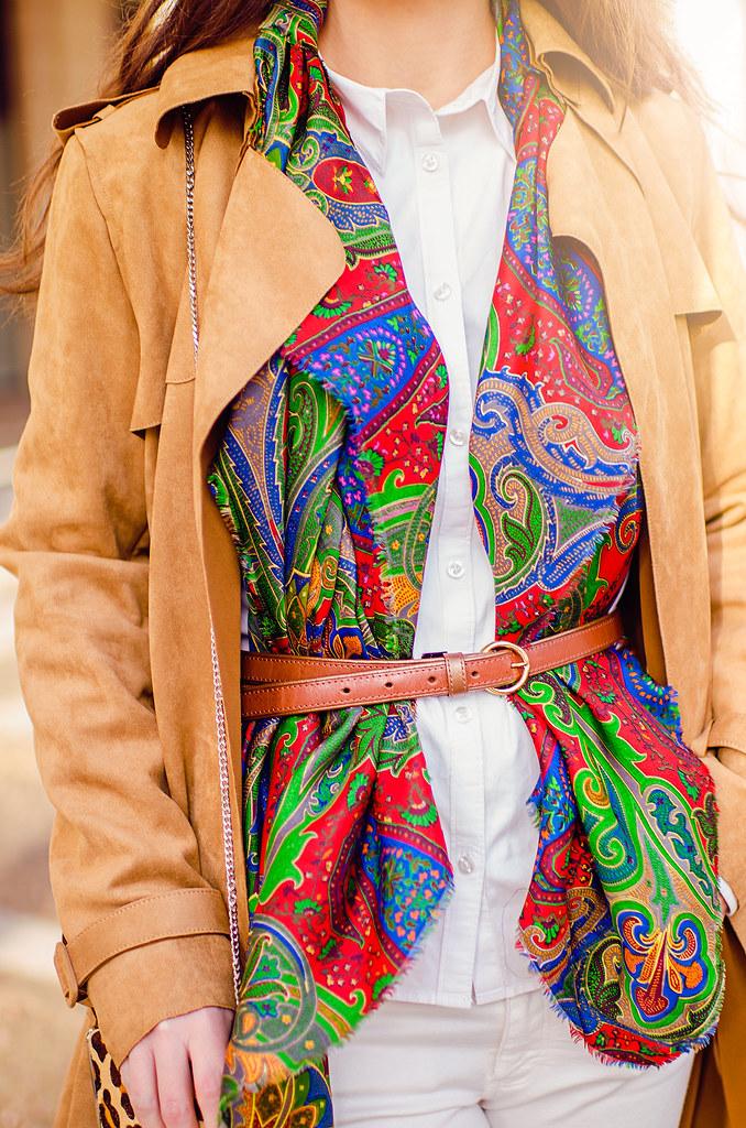 Cómo combinar un pañuelo de colores