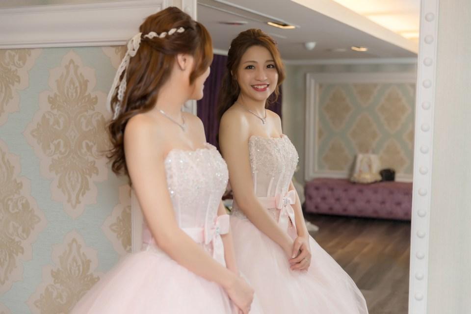 新秘Yuki│新秘推薦│粉紅色禮服│公主頭│緞帶編髮│新娘髮型