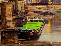 Tschechischer Frachter blieb an Albertbrücke hängen, Tag 2