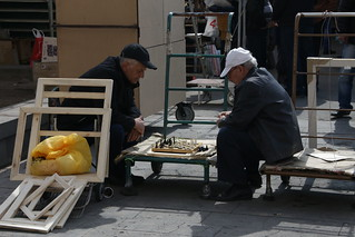 Backgammon to pass the hours in the Vernisage Market